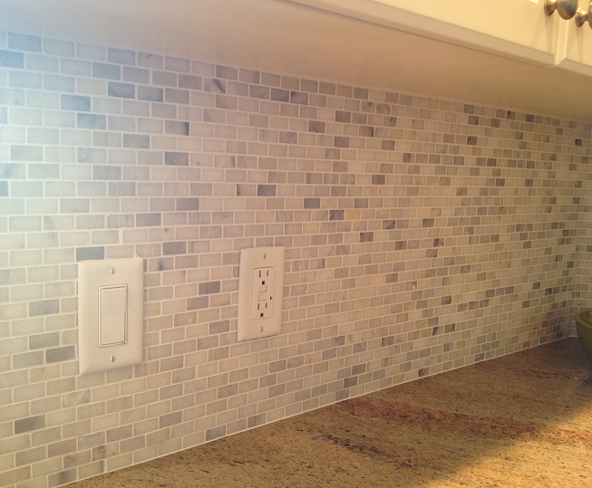 Ceramictec White Carrara Mini Brick Marble Mosaic Back